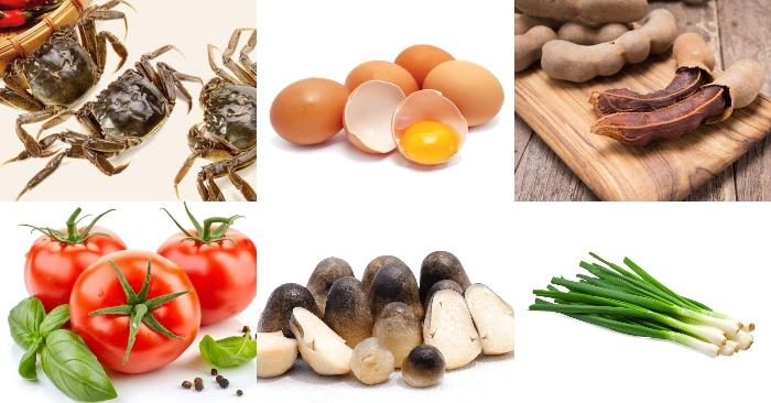 Nguyên liệu chính nấu món bún riêu cua miền trung gồm có: cua đồng, trứng gà, me chín, cà chua, nấm rơm, hành lá, ớt,...