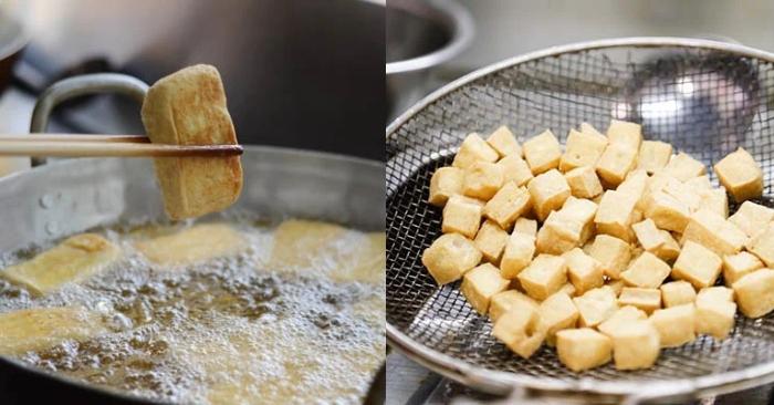 Đậu phụ cắt thành từng miếng vừa ăn; chiên vàng đều rồi vớt ra để ráo dầu.