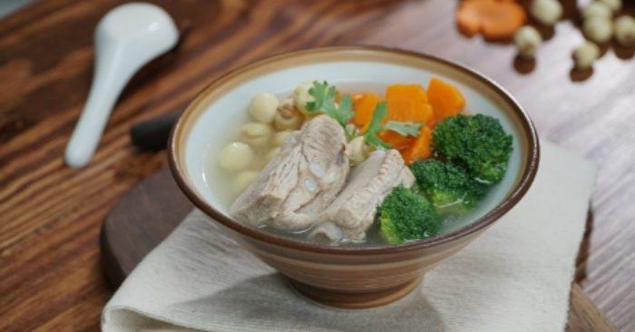 Cách nấu canh hạt sen hầm sườn non đầy dinh dưỡng