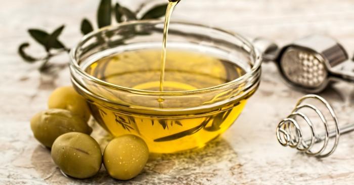 dầu oliu nấu ăn; dầu oliu có tác dụng gì với sức khỏe và làm đẹp;