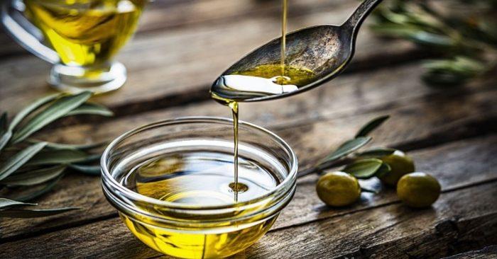 Dầu oliu chứa nhiều chất chống oxy hóa và chất béo không bão hòa đơn, rất có lợi cho sức khỏe và làm đẹp.