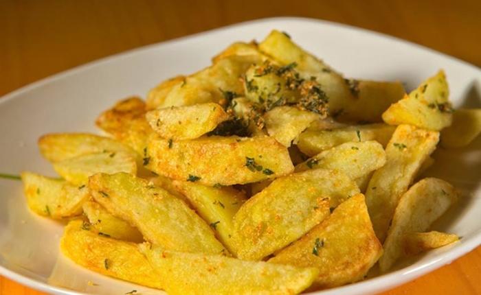 Cách làm khoai tây chiên bơ tỏi giòn tan hấp dẫn; Cách làm khoai tây chiên bột; Cách làm khoai tây chiên mặn; Cách làm khoai tây chiên muối.