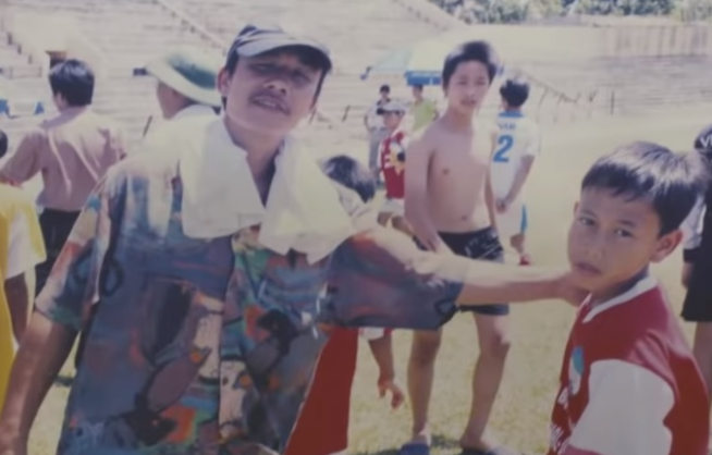 Minh Vương cùng bố đi tuyển sinh Hoàng Anh Gia Lai (ảnh:Vuaphaluoi.com)