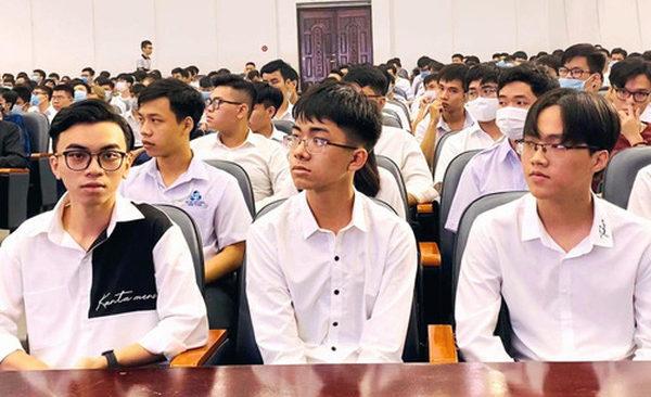 Chân dung 3 chàng trai tên Huy Hoàng