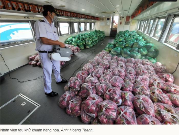 Hai tàu thủy cao tốc cập bến miền Tây chở 40 tấn rau củ lên TP. HCM