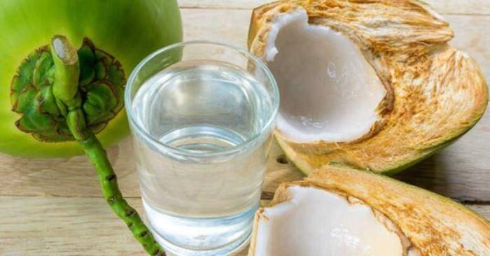 Nước dừa là chất lỏng, trong, có chứa các acid amin, enzyme và các chất điện giải rất tốt cho cơ thể