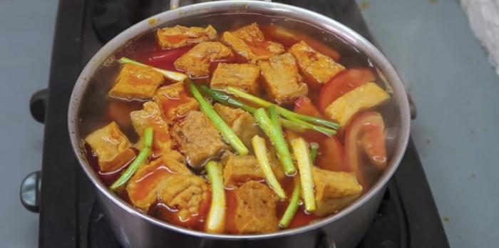 ăn bún riêu cua gói, gói lẩu, bánh đa, san bat nau nuong, những món ăn đơn giản cho sinh viên.