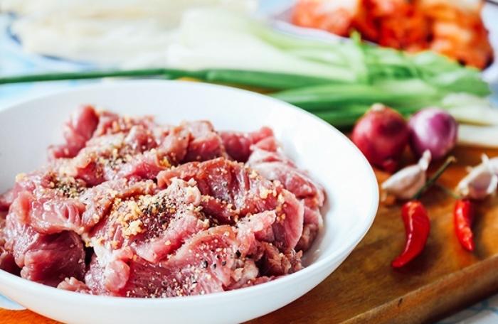 Làm canh thịt bò nấm kim châm; cà chua; Hàn Quốc; tốt cho sức khỏe; ít ngọt; béo; đậm vị; danh sách;