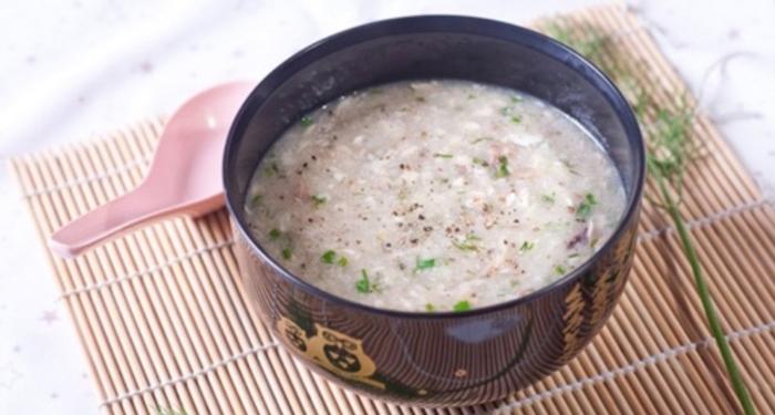 Cách nấu cháo gà cho bé ăn dặm thơm ngon đủ chất với 5 công thức, rau ngót, cải thìa, phô mai, nấm.