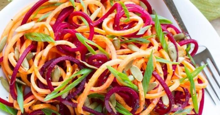 Làm nước xốt và trộn salad; mỗi ngày; mon ngon nha lam; những; nau an ngon; dễ làm; lạ miệng.
