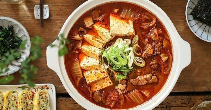 Canh thịt bò nấm kim châm Hàn Quốc, gia dinh, hình ảnh, canh sườn bò cay Hàn Quốc, hầm cay, cach