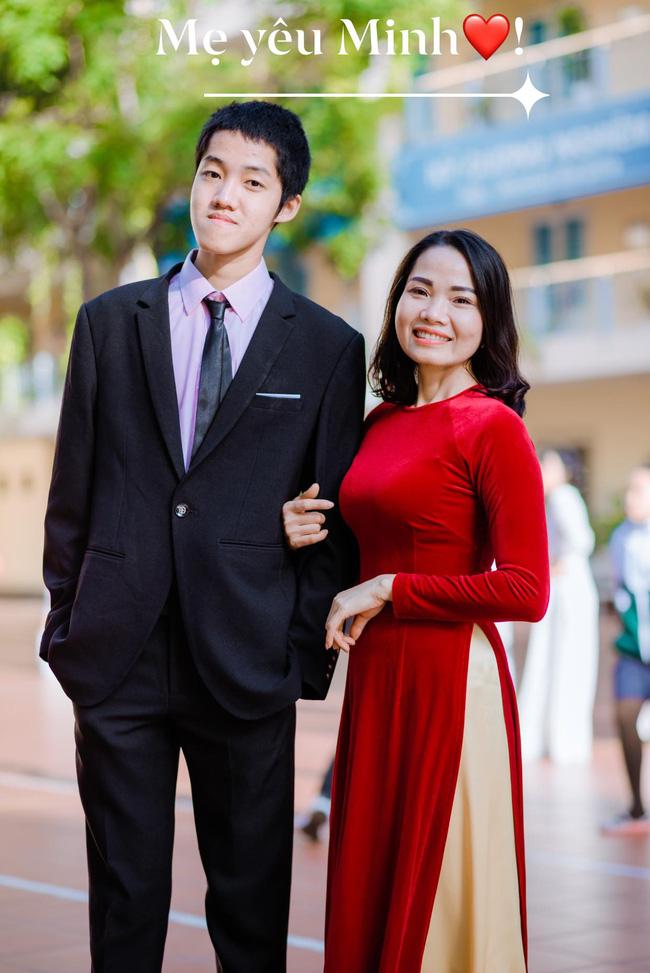 Chị Huyền hạnh phúc với thành quả của con trai (ảnh: FBNV).