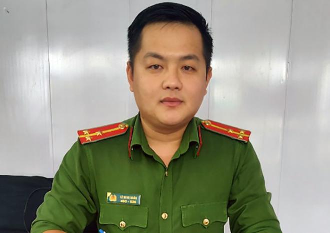 Thượng úy Lê Minh Soàn đã đưa 3 mẹ con sản phụ đi sinh an toàn