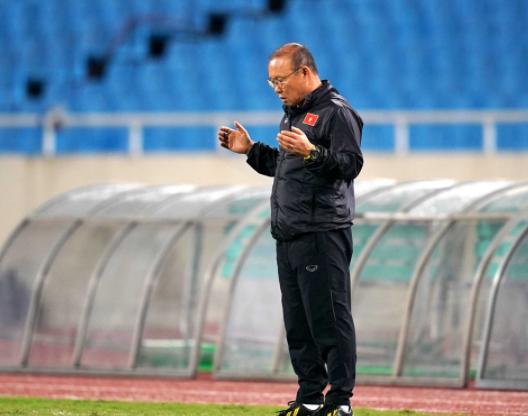 HLV Park cầu nguyện trước mỗi trận đấu.