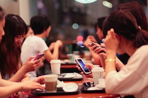 Sa đà với mạng xã hội có hại cho tinh thần và thể chất