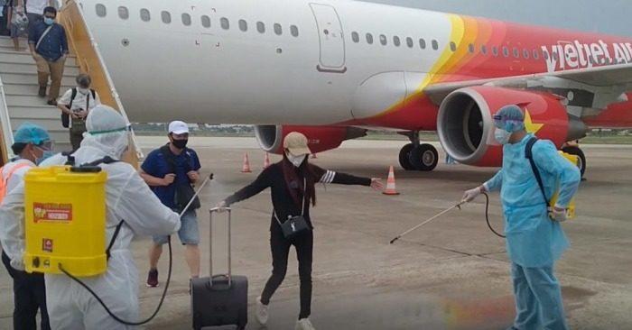 Thuê máy bay đón người từ TP. HCM về các tỉnh thành